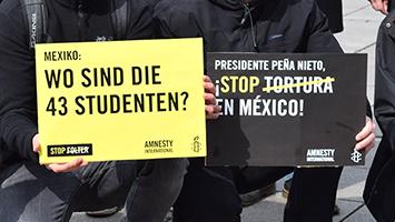 Aktivisten wollen auf verschwundene Studenten in Mexiko aufmerksam machen. Foto: Dietze/STUGGI.TV
