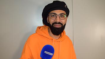 Wir haben den Comedian Benaissa Lamroubal zum STUGGI.TV Interview empfangen. (Foto: STUGGI.TV)
