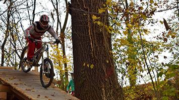 Die neue legale Downhill-Strecke bringt einige Probleme mit sich. Foto: STUGGI.TV
