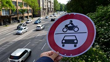 Sollte der Feinstaub-Alarm keine Wirkung zeigen, greift die Stadt zu härteren Mitteln. Zum Beispiel Fahrverbote. Foto: Genthner/STUGGI.TV