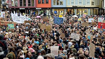Tausende Schüler demonstrieren bei Fridays For Future in Stuttgart für einen besseren Klimaschutz (Foto: STUGGI.TV)