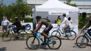 Diese Fahrradfahrt werden die Absolventen der Hochschule der Medien so schnell nicht vergessen.