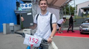 Egal ob mit dem Fahrrad oder im Auto: Die Absolventen bekamen eine persönliche Nummer mit Zeitslot zugeteilt.