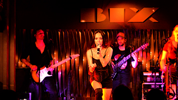 Jenny Marsala live on stage. Foto: Dietze/STUGGI.TV