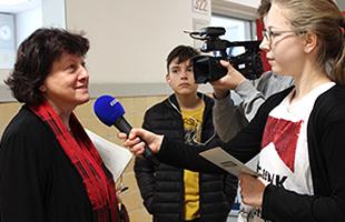 Die STUGGI-Schultour im Mörike-Gymnasium in Stuttgart-Süd. Umfrage zum Jogginghose-Verbot im Café Le Théâtre (Foto: STUGGI.TV)