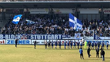 Die Stuttgarter Kickers feiern einen 3:1-Sieg gegen den FC Germania Friedrichstal (Foto: STUGGI.TV)