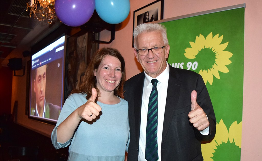 Dr. Anna Christmann von den Grünen feiert mit Ministerpräsident Winfried Kretschmann (Foto: STUGGI.TV/Bachmann)