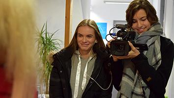 Können sich die Schüler der Helmut von Kügelgen-Schule ein Leben ohne Handy vorstellen? Foto: STUGGI.TV/Goes