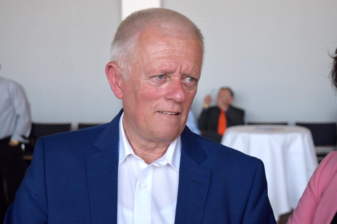 Stuttgarts Oberbürgermeister Fritz Kuhn (Grüne) betrat als einer der ersten den großen Sitzungssaal im Rathaus (Foto: STUGGI.TV)