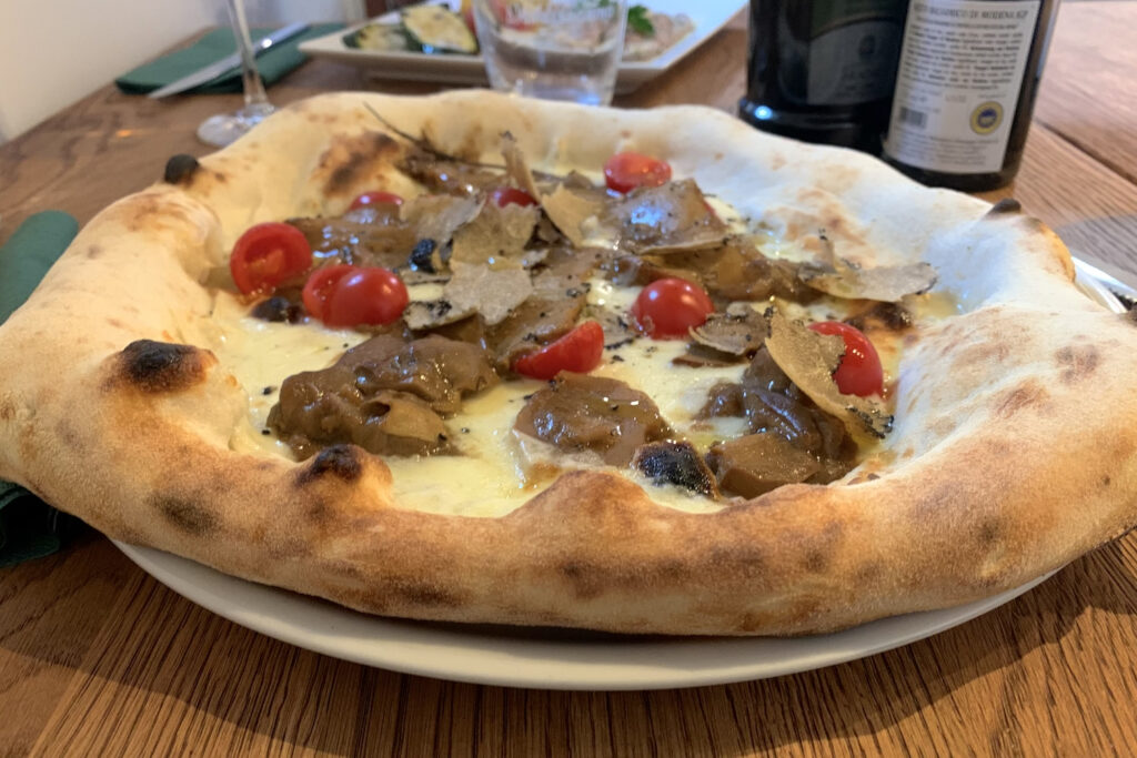 Im l'Ulivo gibt es auch ausgefallenere Pizza-Varianten. (Foto: STUGGI.TV)