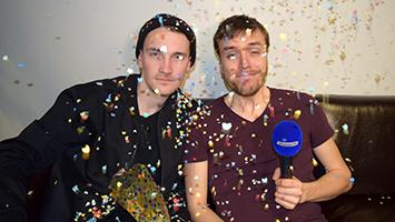 """Das Musik-Comedy Duo """"Das Lumpenpack"""" ließ beim Interview mit STUGGI.TV Konfetti regnen. (Foto: STUGGI.TV/Frank)"""