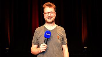 Lieber Maxi als normal: Comedian Maxi Gstettenbauer im Interview bei STUGGI.TV. (Foto: STUGGI.TV)
