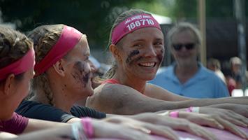 Teilnehmer beim Muddy Angel Run auf der Waldau. Foto: STUGGI.TV