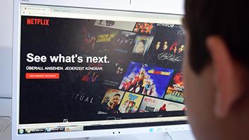 Löst Netflix das Fernsehen ab? Die Schüler des Elly-Heuss-Knapp-Gymnasium in Stuttgart haben bei ihren Mitschülern nachgefragt. (Foto: STUGGI.TV)