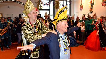 Oberbürgermeister Fritz Kuhn feiert eine irre Faschings-Show im Rathaus Stuttgart (Foto: STUGGI.TV)