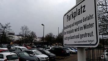Bürgermeister Pätzold überlegt Wohnheime über Parkplätze der Universität Stuttgart zu bauen. (Foto: STUGGI.TV/Nöbauer)