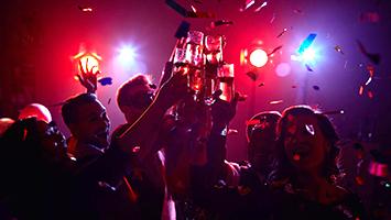 Party machen an Heiligabend: No go oder Standard? Das sagt Stuttgart zu Weihnachtspartys! (Foto: clipdealer)