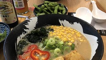 Wir haben die japanischen Nudelsuppen in der Ramen Bar Ramen 8 in Stuttgart für euch im Food-Check getestet. (Foto: STUGGI.TV)