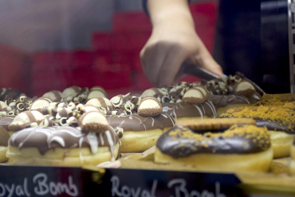 Die Auswahl bei Royal Donuts Stuttgart City bedient den süßen Zahn. (Foto: STUGGI.TV)