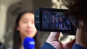 Schüler fragen Schüler im Rahmen der STUGGI Schultour: Wie wichtig sind Markenklamotten? Foto: STUGGI.TV