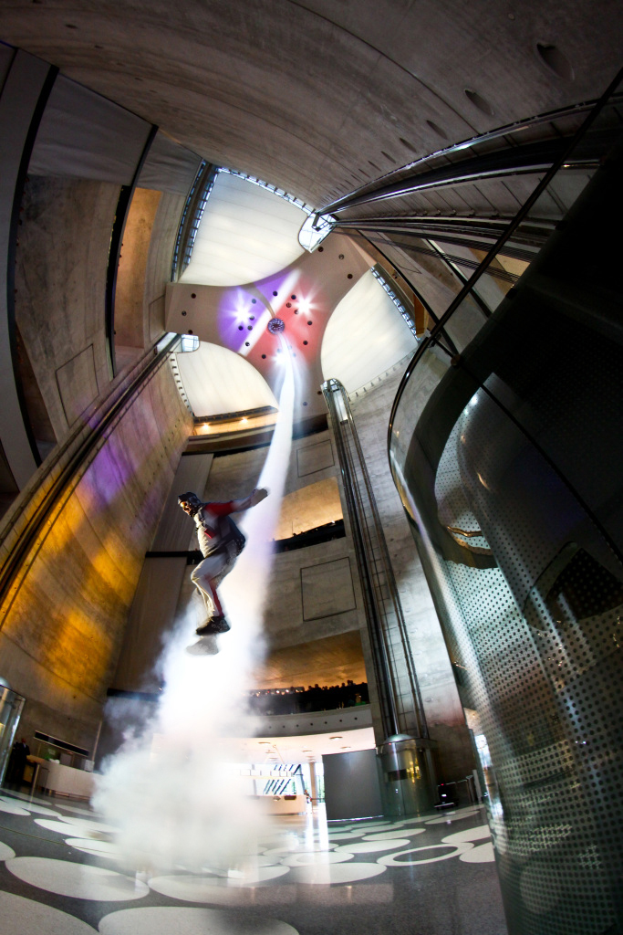 Das neue Angebot: Skydiving im Mercedes-Benz-Museum (Foto: Mercedes-Benz Museum)