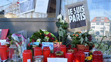 Stuttgart trauert mit Paris (Foto: STUGGI.TV / Marlies Goes)