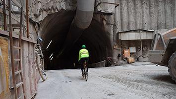 Ab in den Tunnel: Tom Hörner und die neue Tour de Stuttgart. Foto: STUGGI.TV/Kocijan