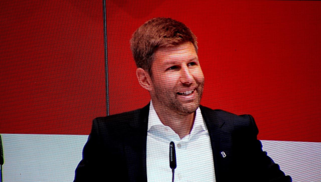 VfB-Sportvorstand Thomas Hitzlsperger auf der Mitgliederversammlung des VfB Stuttgart (Foto: STUGGI.TV)
