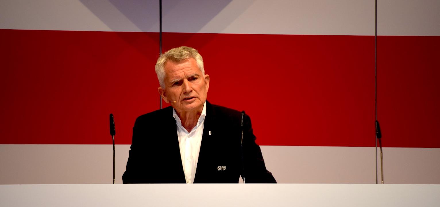 VfB-Präsident Wolfgang Dietrich auf der Mitgliederversammlung des VfB Stuttgart (Foto: STUGGI.TV)