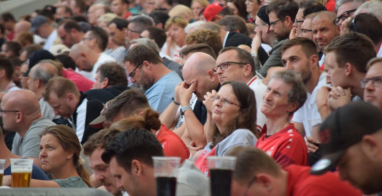 VfB-Fans auf der Mitgliederversammlung des VfB Stuttgart (Foto: STUGGI.TV)