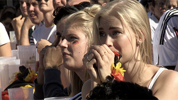 Große Enttäuschung bei den Deutschland-Fans nach der 0:2-Niederlage gegen Südkorea. (Foto: STUGGI.TV/Goes)
