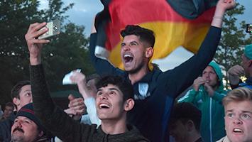 Deutschland-Fans feiern im Schwabengarten in Leinfelden-Echterdingen den 2:1-Sieg gegen Schweden bei der WM 2018. (Foto: STUGGI.TV/Goes)