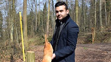 Firat Yurdakul, Sprecher des Jugendrat Stuttgart, hat uns die Baumfällungen im Botnanger Wald gezeigt. (Foto: STUGGI.TV/Rau)