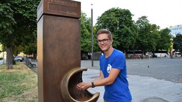 Yannick Werner und der Jugendrat Stuttgart fordern mehr Wasserspender in der Innenstadt. (Foto: STUGGI.TV)