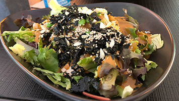 """Wir haben das """"Healthy Living"""" in der Yuicery für euch im Food-Check ausprobiert. (Foto: STUGGI.TV)"""
