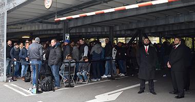 Noch mehr iPhone X -Fans vor dem Breuningerland. (Foto: STUGGI.TV/GOES)